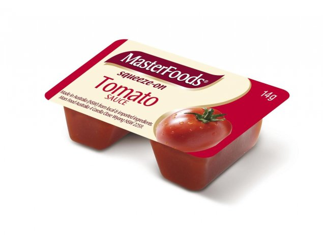 Individual tomato sauce squeeze packets